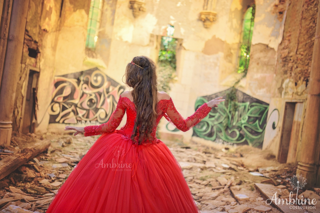 photo-robe-rouge-flamboyante-princesse-ambrine-collection-bordeaux-3