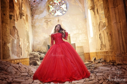 photo-robe-rouge-flamboyante-princesse-ambrine-collection-bordeaux