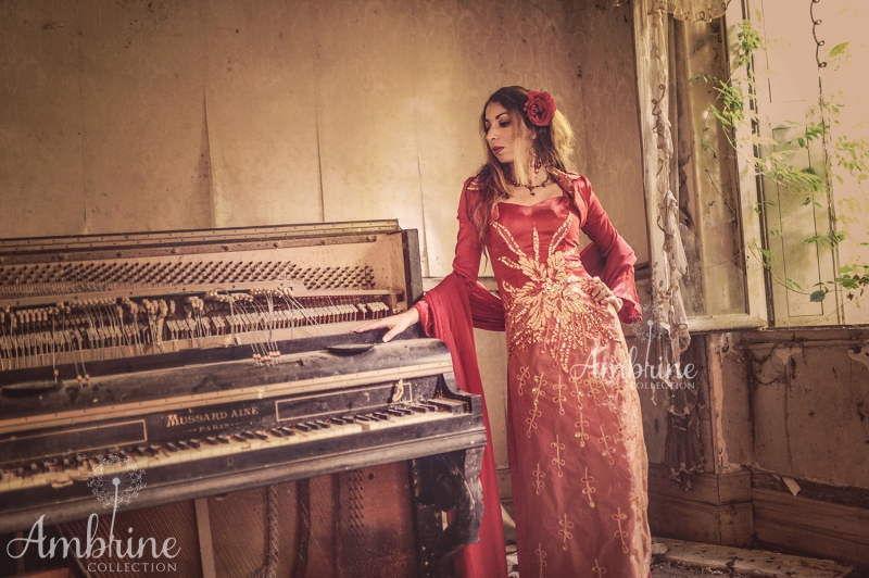 robe-rouge-amaryllis-ambrine-collection-bordeaux-2